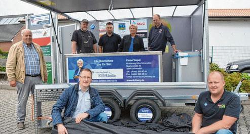 Alexander Czerwenka (unten r.) konnte unter anderem Frido Röschmann, Tom Rehse, Jascha Büch, Karen Vaque, Michael Holling (v.l.) und (vorne l.) Torge Horst als Sponsor gewinnen.