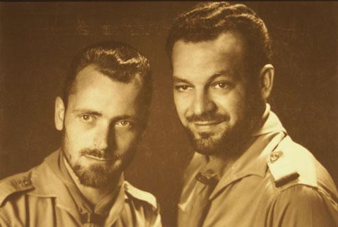 Pfadfinder Walter rechts mit Pfadfinderchef Paul Hartz