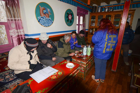 Im Gastraum der Lotus-Lodge