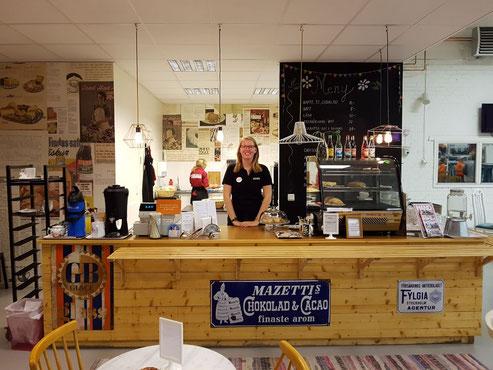 Anne Hemken im Café von Erikshjälpen in Uppsala