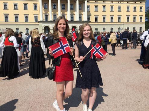 Charlotte und Tabea am norwegischen Nationalfeiertag in Oslo am 17.Mai