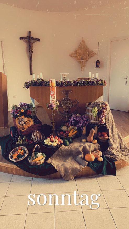 Bunt und festlich: Gemeinsames Erntedankfest im Kloster.