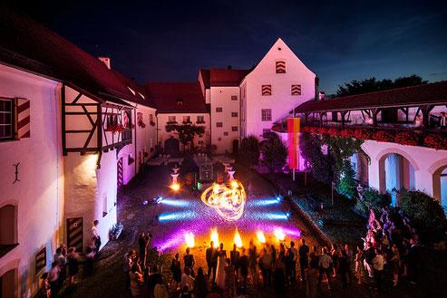 Hochzeits-Feuershow auf Schloss Kronburg