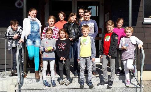 13 Kinder überbrachten Palmsonntagsgrüße ins Altenheim