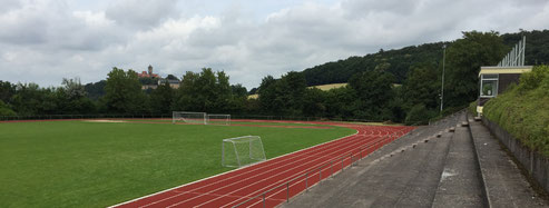 American Football Trainingslager Trainingscamp Kunstrasenplatz
