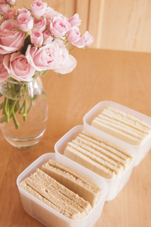 "Sponge cake sheets with ""Brown sugar"", ""Cassonade"" and ""Granulated sugar"", Fleur*Fleur*"