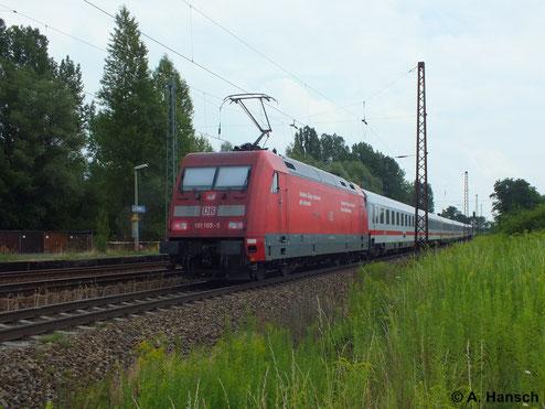 Am 16. Juli 2014 ist 101 105-5 als Schiebelok an einem IC durch Leipzig-Thekla unterwegs