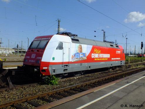 Viele der Loks der BR 101 sind als Werbeloks unterwegs. So auch 101 081-8, die am 2. Juni 2012 in Leipzig Hbf. auf neue Aufgaben wartet