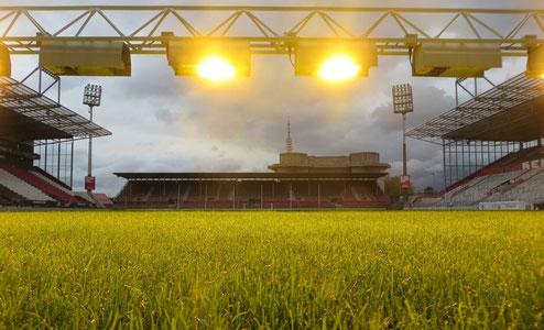 Die alte Nordtribüne im Millerntor-Stadion des FC St.Pauli: Mit Abriss und Neubau der letzten alten Tribüne ist der Stadionneubau am Millerntor abgeschlossen.