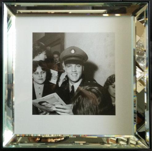 Elvis in Bad Nauheim, gerahmtes Foto aus London, Schenkung ans Online-Museum
