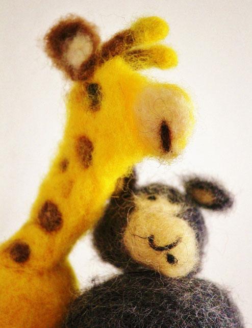 Wolf und Giraffe