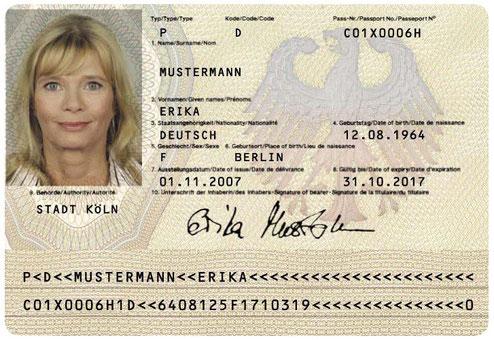 warum ist mein name im personalausweis groß geschrieben
