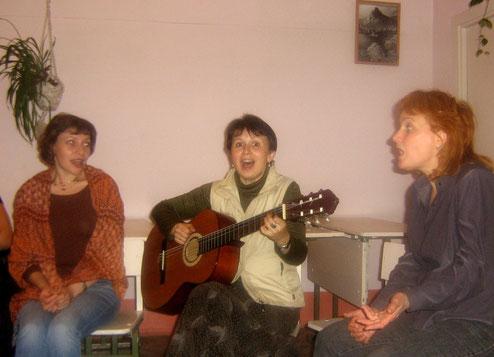 У смешной песни и мимика соответствующая). С авторами-исполнителями Евгенией Ланцберг (Москва) и Неллей Бубенковой (Челябинск) на фестивале.