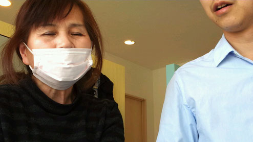 腰痛に悩む大和高田市の女性