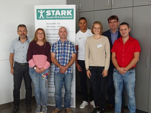 von links nach rechts: Martin Kienzler (Personalleiter), Vivienne Seebach, Ronny Rödel, Lennard Huber, Julia Schwarzwälder, Christian Stark (GF), Carsten Goldmann (Leiter Rechnunswesen)