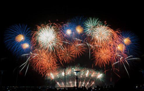 couleurs et spectacle pour le 15 août avec feu d'artifice