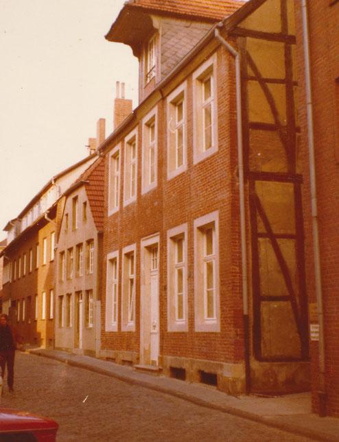 Hollenbeckerstraße - Vom Krieg verschonte Häuser: Haus Nr. 25, links daneben Nr. 24 - 70er Jahre