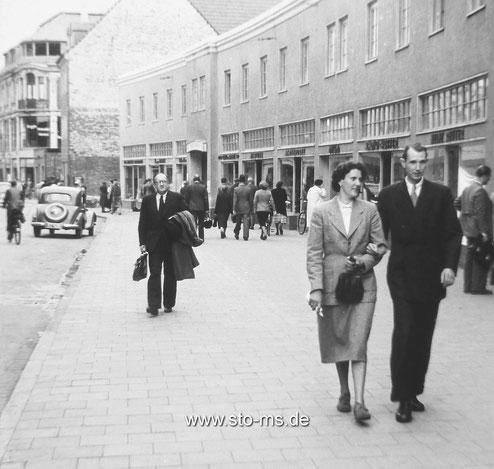 Die Ladenzeile am ,Karstadt-Loch' - Um 1950