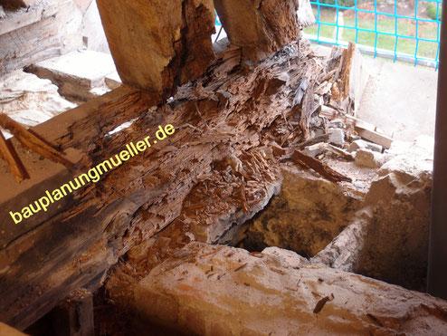 Dachsanierung bei Pilzbefall