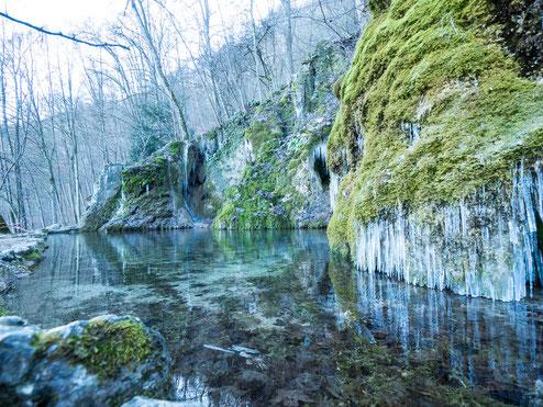 Wasserbecken des Gütersteiner Wasserfalls