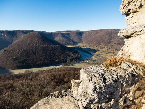 Blick von der Ruine Hohenurach ins Tal