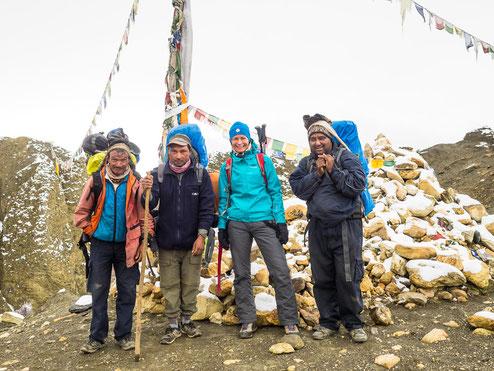 Pass-Foto: von links Purna, Ranger, Myri und Bimal