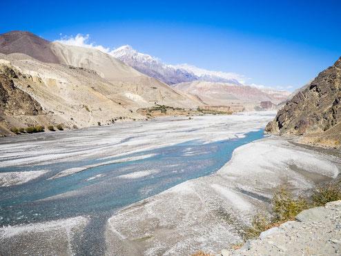 Der Kali Gandaki ist während der Monsun-Zeit echt riesig. Bei uns war er eher ein Rinnsal