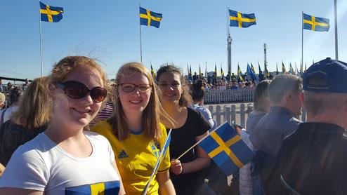 Maris Lohmöller, Anne Hemken und Matea Renic beim Nationalfeiertag am 6.Juni in Stockholm