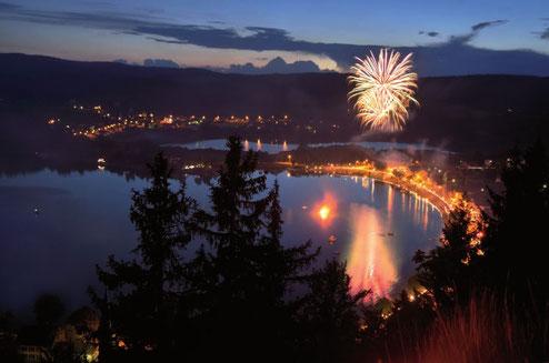 Quand Le Pont illumine ses nuits lors de la fête de la rade au mois d'août (© Claude Jaccard / www.vaud.photos.ch)