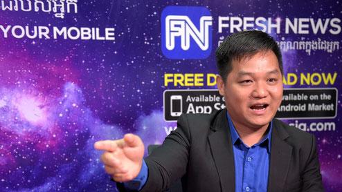 Lim Chea Vutha, propriétaire du site cambodgien Fresh News, lors d'une interview avec l'AFP dans ses bureaux, le 21 mai 2018 à Phnom Penh afp.com/TANG CHHIN Sothy