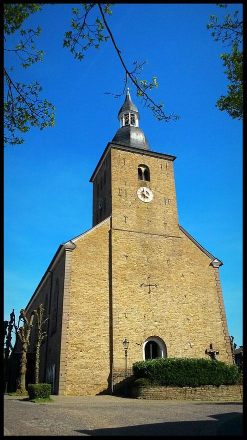 Auf den ersten Blick eine ganz normale Dorfkirche