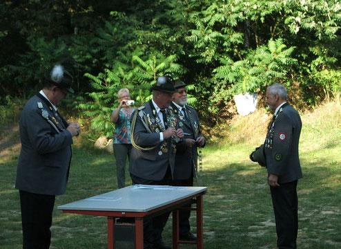 Verleihung von Königskette und Königsorden an den neuen Schützenkönig Walter Melcher