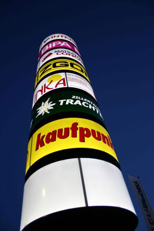 Werbeturm rund mit Plexifronten auf verzinkter Stahlkonstruktion