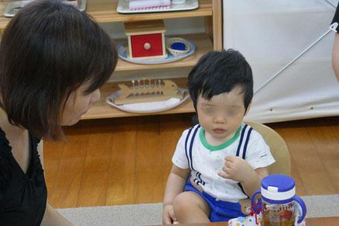 0歳児は、お団子を小さくしてもらって試食しました。