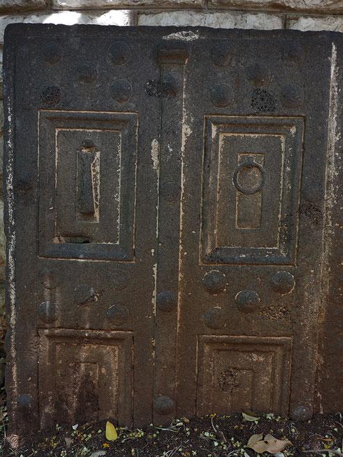 """Pueta de Hades"" Tapa de una tumba romana, s.I, Nazareth."