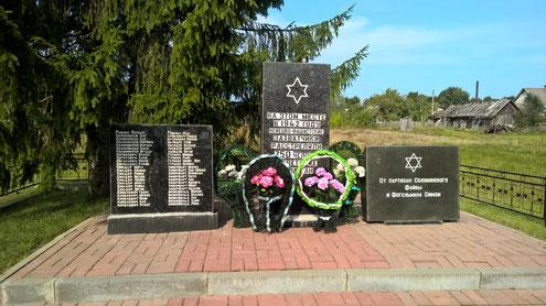 Die Gedenkstätte der 750 in Il'ya ermordeten Juden. Sehr bewegt erzählte Nicolaij, dass seine Mutter der Geruch der verbrannten Menschen einfach nicht vergessen konnte.