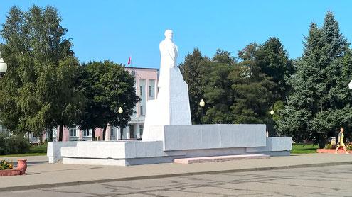 Und Lenin. Alle drei am Marktplatz von Vileyka.
