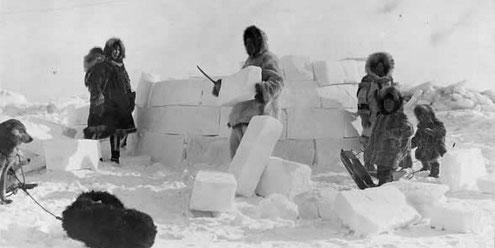 Construcción de un iglú esquimal