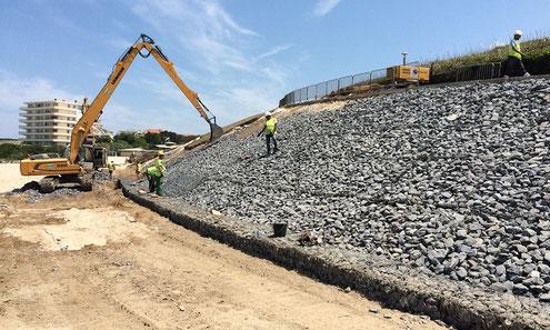 Construction de micro pieux et blocs d'enrochements - réparation de la plage Milady à Biarritz