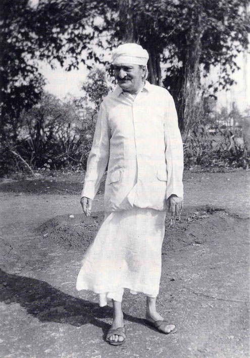 Meher Baba in Satara in 1955-6. Image is courtesy of Lord Meher