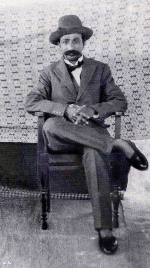 1928 : Meher Baba wearing Western clothes in Toka, India. Courtesy of LM p. 1108 - cropped image