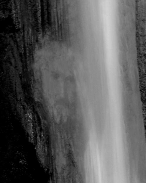 Le portrait de Yeshua dans l'eau d'une cascade. Cadeau pour tous ceux qui l'on côtoyé durant d'autres incarnations.