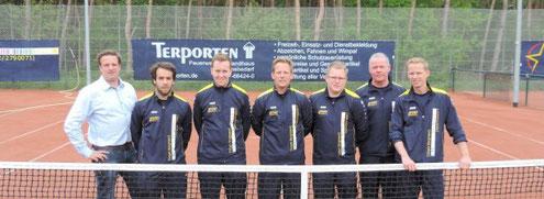 Abteilungsleiter Stefan Heistermann gratulierte Christian Jakobs, Patrick Rosberg, Andre Bossig, Manuel Bossig, Paul Koenen und Tom Janssen (v.l.).