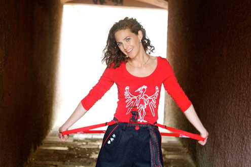 Moderatorin Adriane Gamper - Outfit Tiroler Adlerin