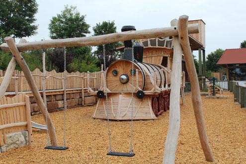 Eisenbahn-Spielplatz direkt am Brückenbaron