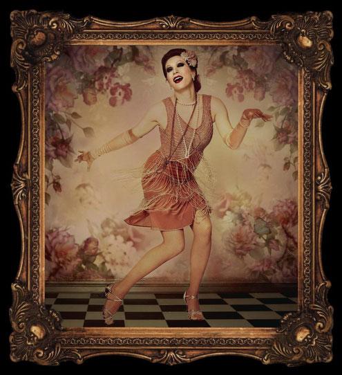 Dixie Dynamite / Silvia Plankl als Charleston-Tänzerin in einer Bildbearbeitung vom Florida Burlesque Festival 2016.