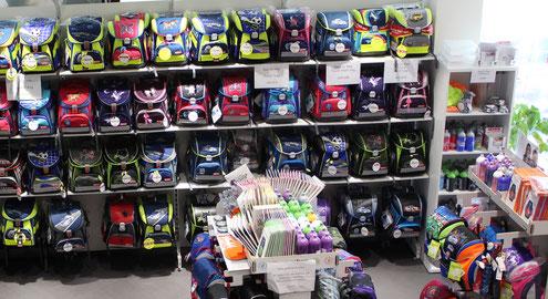 Koffer in verschiedenen Farben in der Ranzen-World