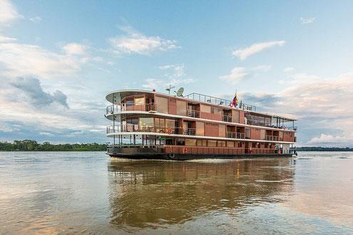 Flusskreuzfahrten auf dem Amazonas Nebenfluss im Regenwald mit ECUADORline