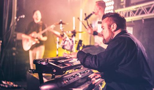 Künstleragentur für Musiker, Bands und DJs für Messe Stand
