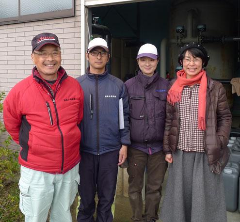 福岡水道設備の従業員(左3名)と、ロダン21社長の横田
